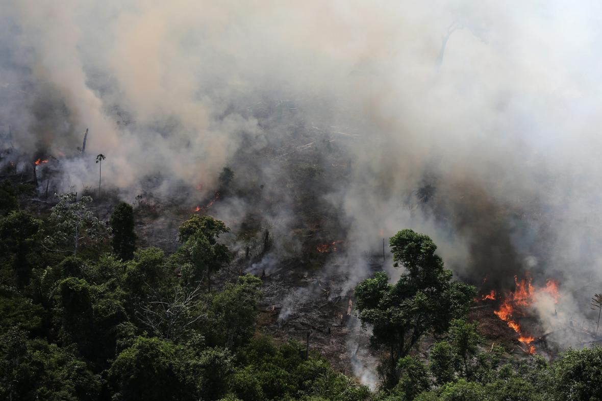 Hořící amazonský prales