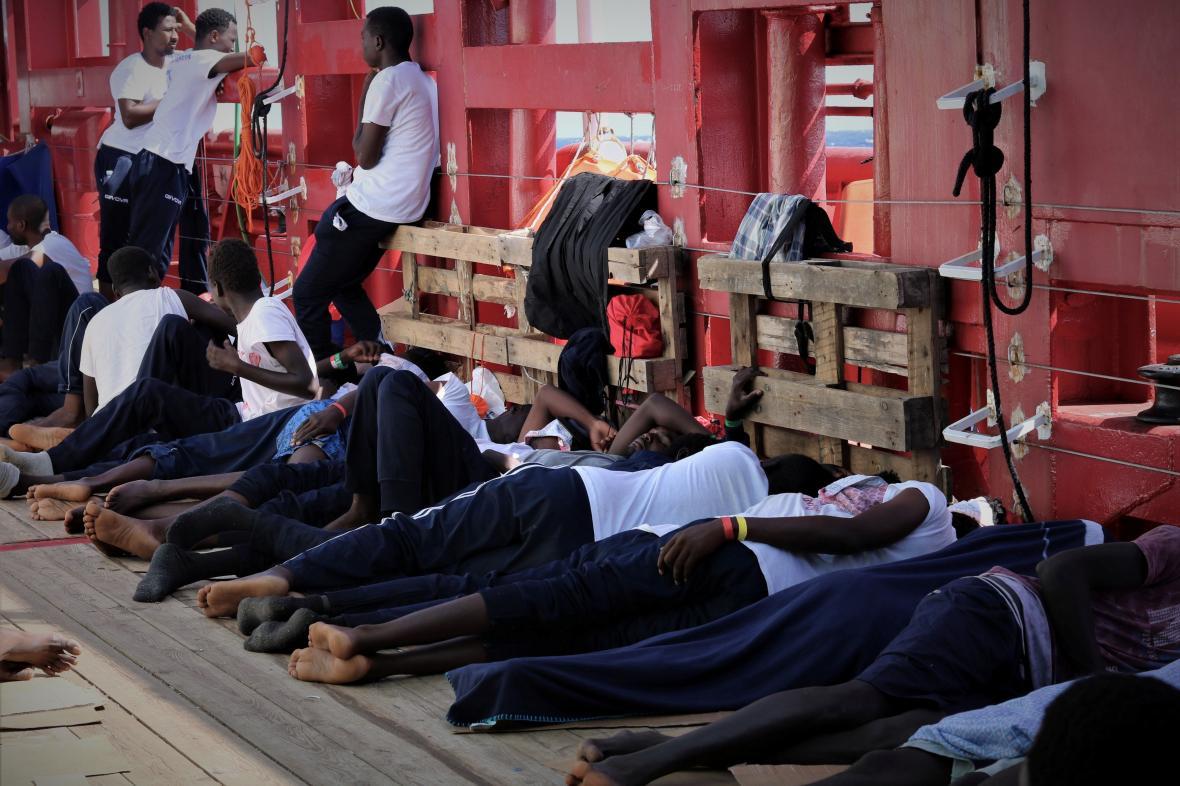 Migranti na palubě lodi Ocean Viking