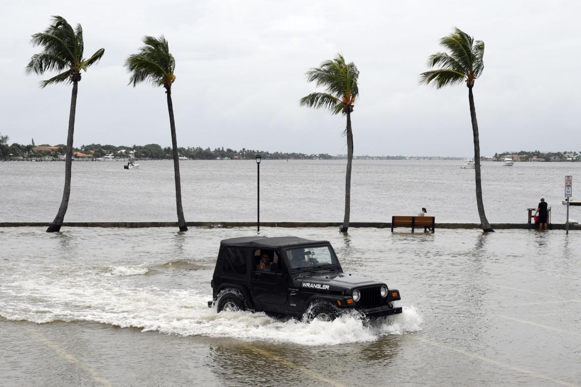 Florida se připravuje na možný příchod hurikánu