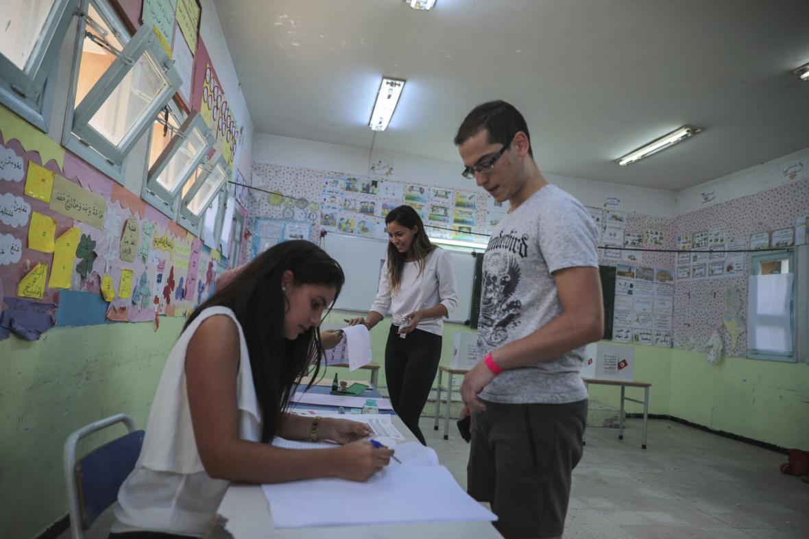 V Tunisu proběhlo první kolo prezidentských voleb