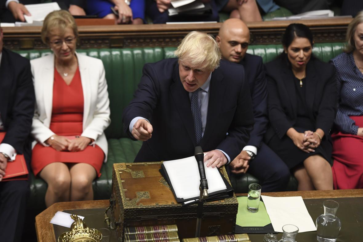 Boris Johnson při projevu v parlamentu