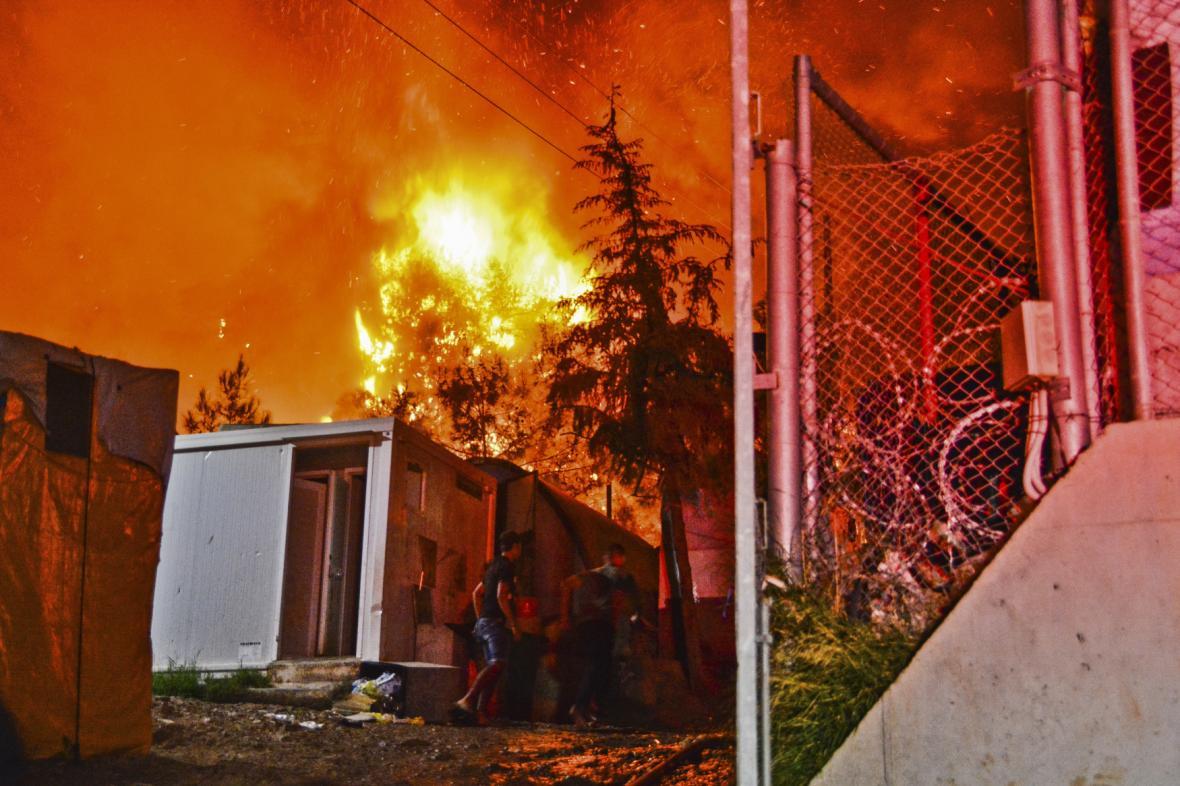 V uprchlickém táboře na Samosu vypukl požár