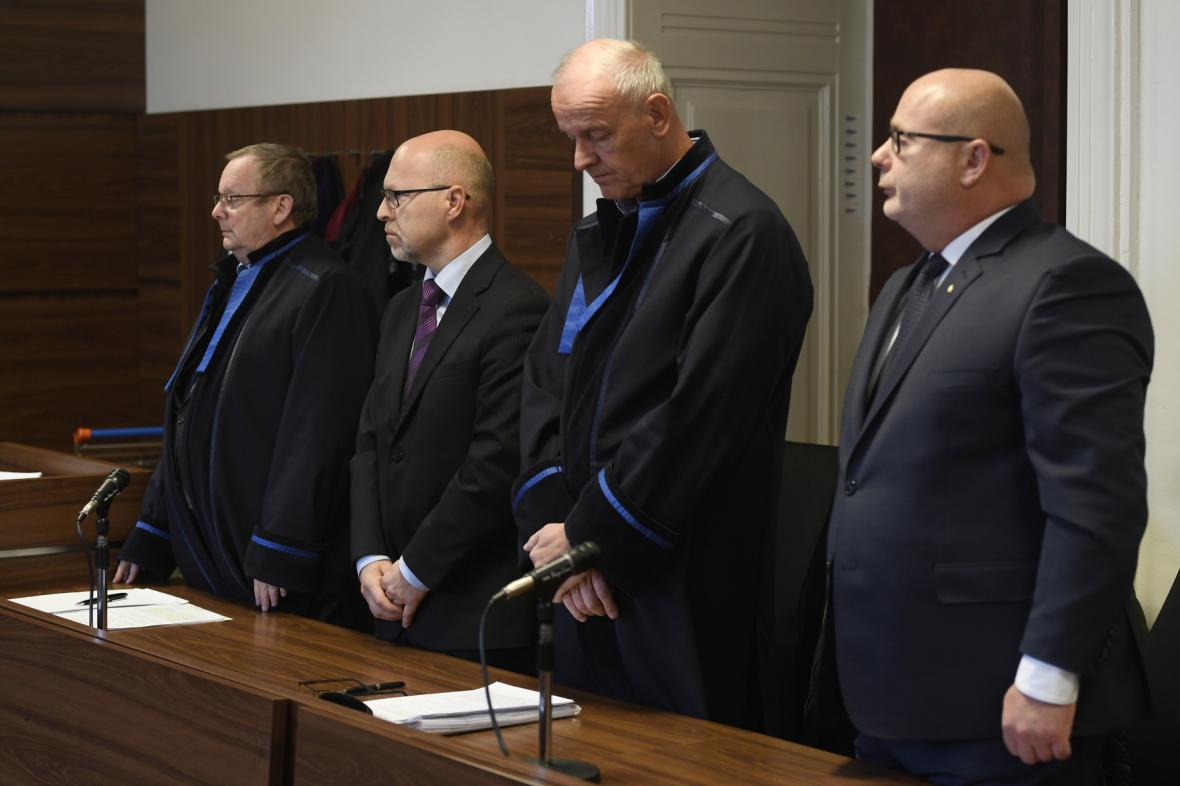 Tomáš Perutka (druhý zleva) a Ondřej Páleník (vpravo)