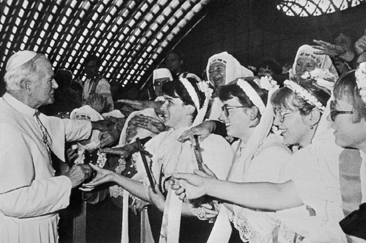 Papež Jan Pavel II. osobně přišel pozdravit potníky, 13. 11. 1989