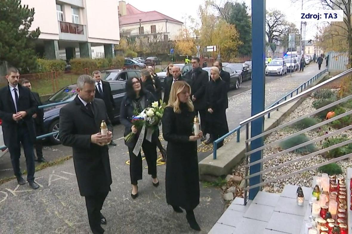 Peter Pellegrini a Zuzana Čaputova uctili oběti tragické nehody