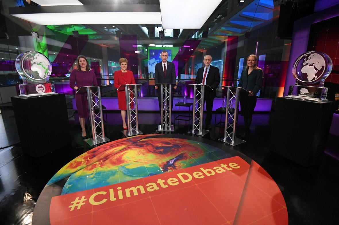 Debata o klimatu na Channel 4. Na krajích ledové sochy místo Johnsona a Farage