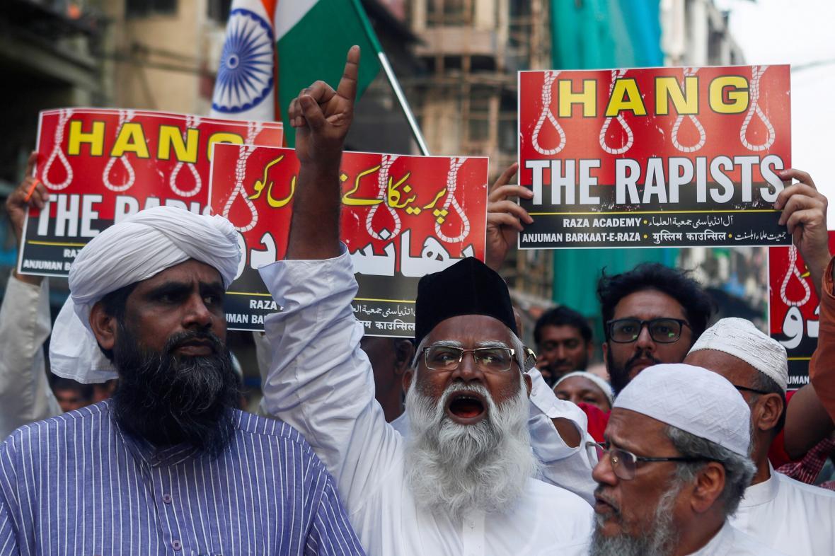Protestující žádají tvrdé tresty pro násilníky v Indii