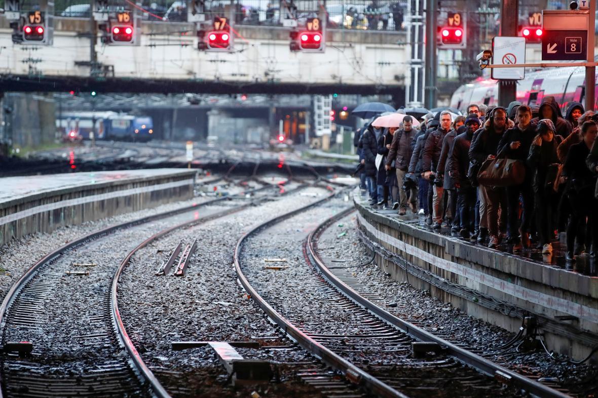 Stávka ve Francii ochromuje dopravu