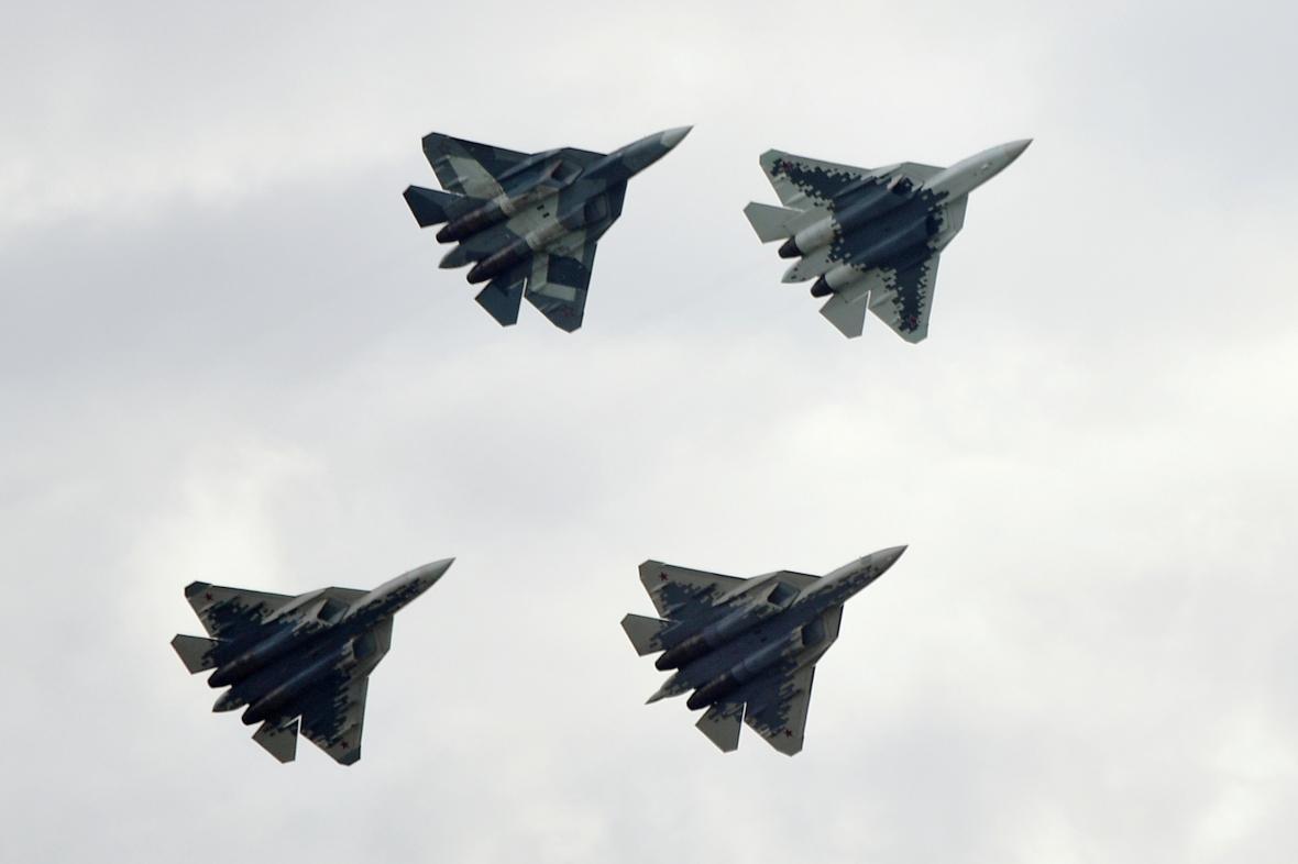 Suchoje Su-57 na přehlídce u Moskvy
