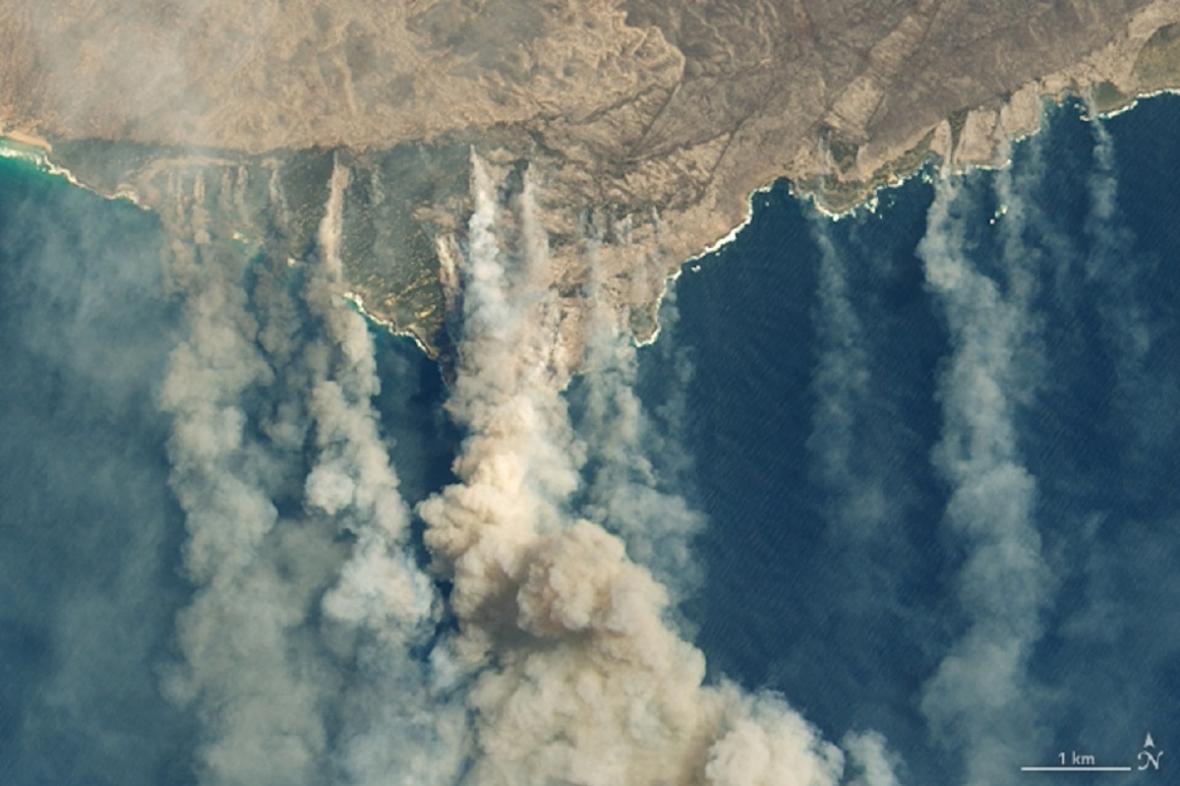 Hořící Klokaní ostrov ze satelitů NASA