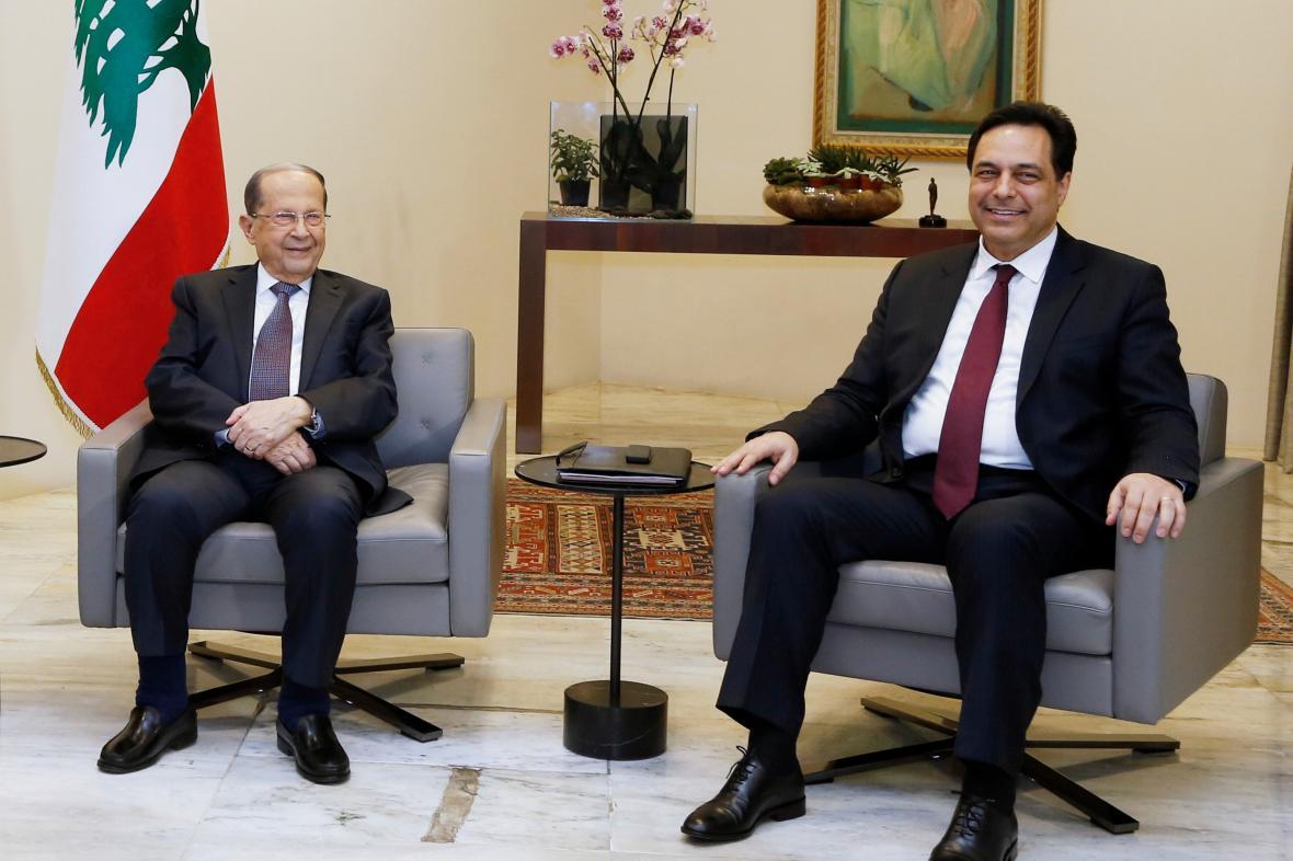 Libanonský prezident Michel Aún s novým premiérem Hasanem Dijábem
