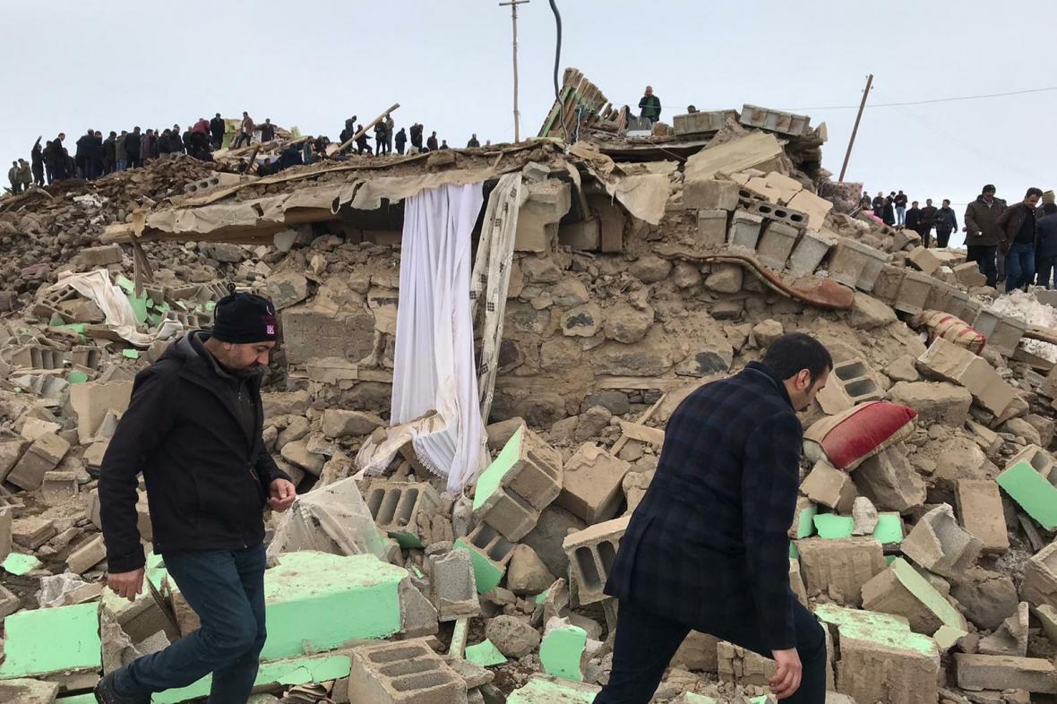Důsledky zemětřesení v tureckém městě Van