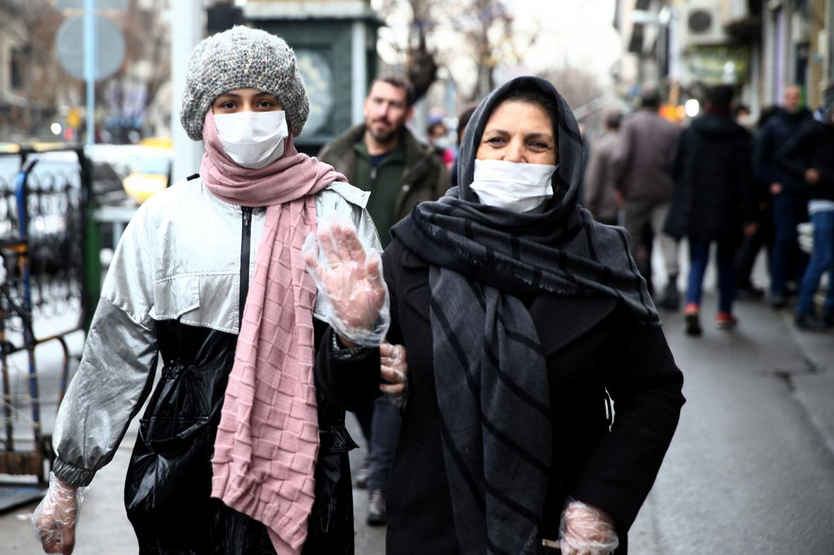 Obyvatelky íránské metropole Teherán