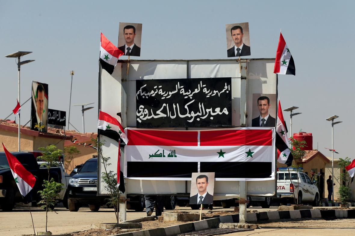 Billboardy s Asadovým portrétem