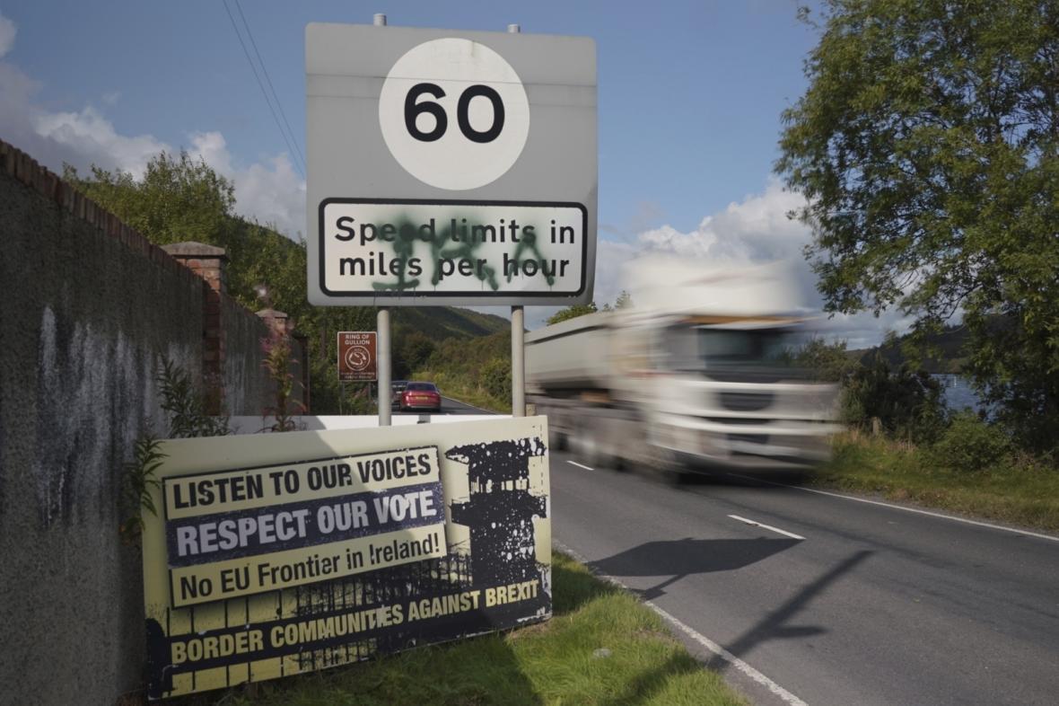 Billboard na severoirské hranici