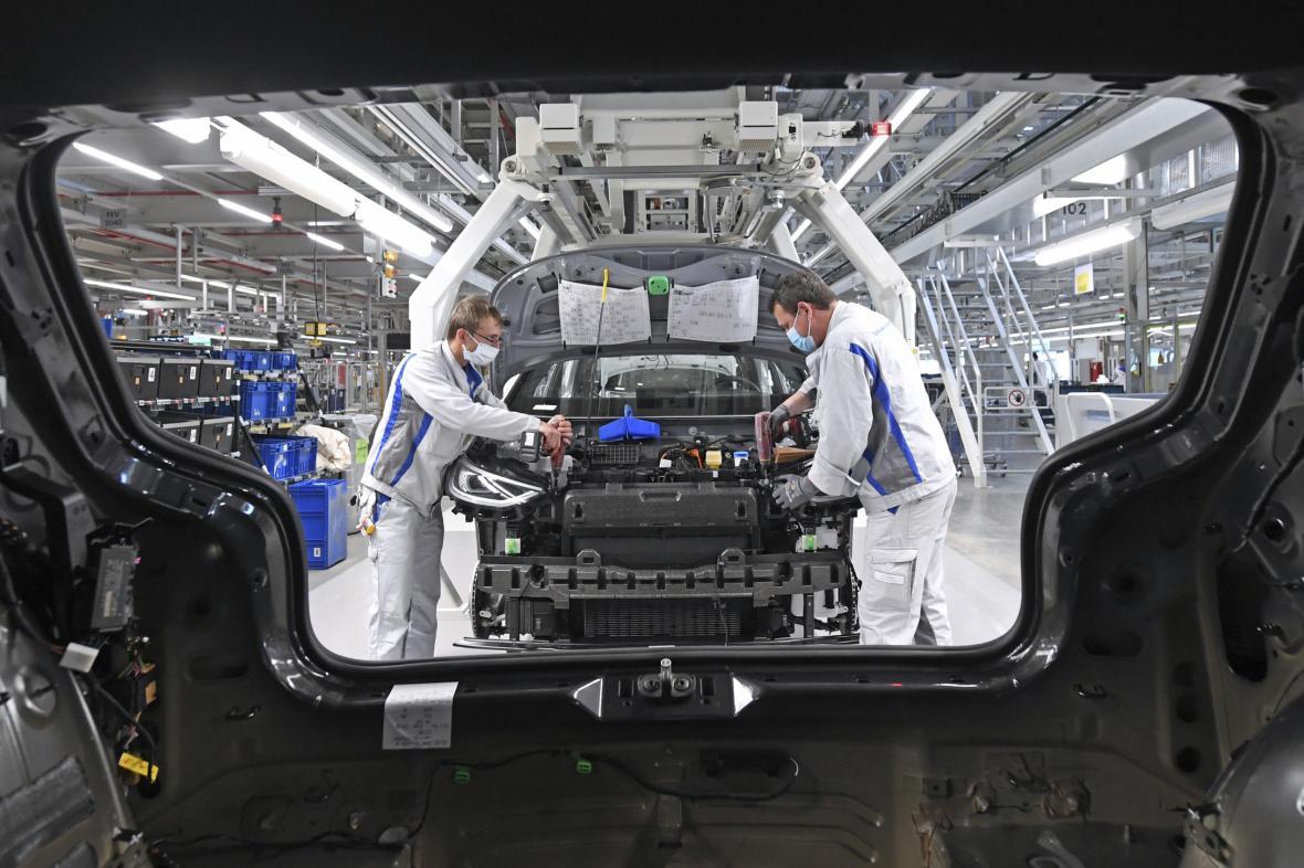 Výroba Volkswagenu v továrně v Německu
