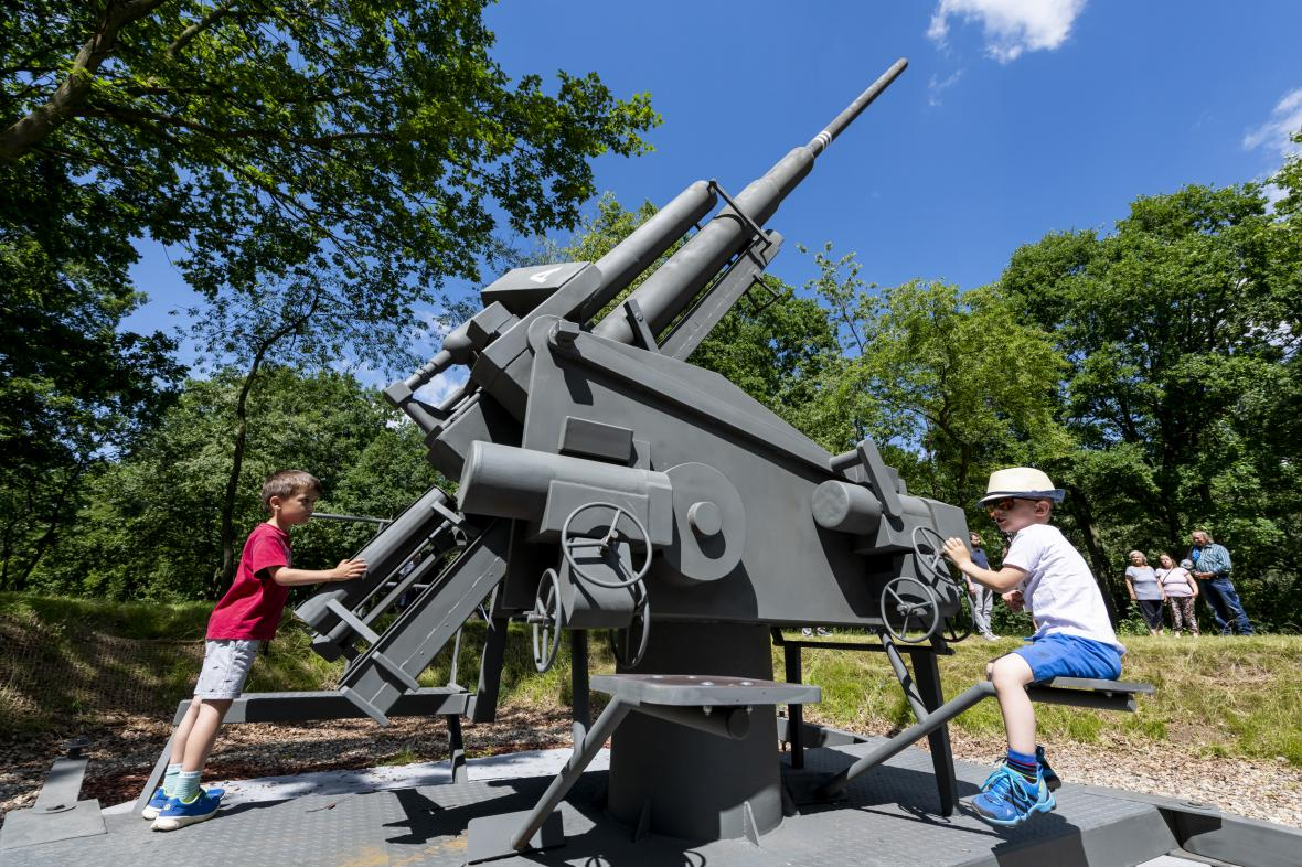 Mostecký památník spojeneckých náletů