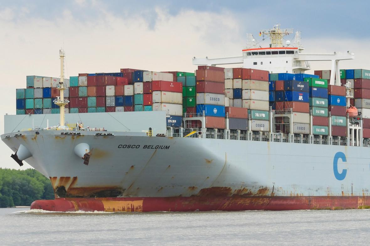Kontejnery s čínským zbožím na cestě do Hamburku