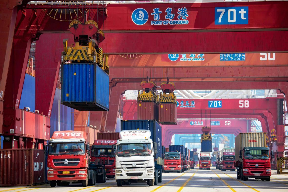 Kontejnery v čínském přístavu