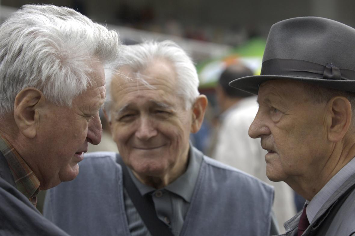 Vysocí představitelé bývalé KSČ Jan Fojtík (vlevo), Karel Hoffmann a Milouš Jakeš