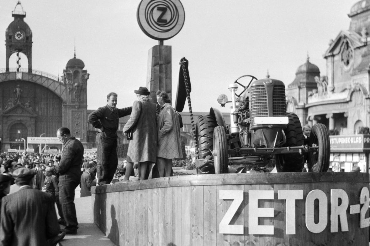 Zetor na veletrhu v Praze v září 1946
