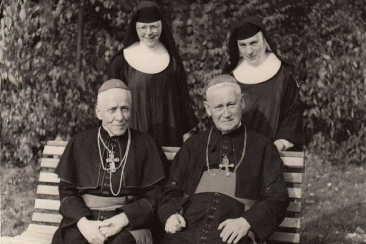 Beran a Skoupý se sestrami: vlevo Alena Chromčáková, vpravo sestra Konráda