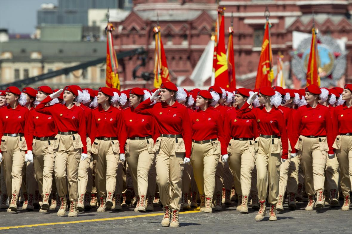 Mladá armáda pochoduje po Rudém náměstí