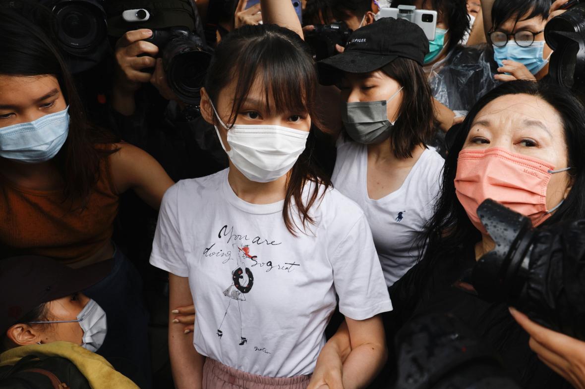 Aktivistka Agnes Chowová byla propuštěna po sedmi měsících z vězení