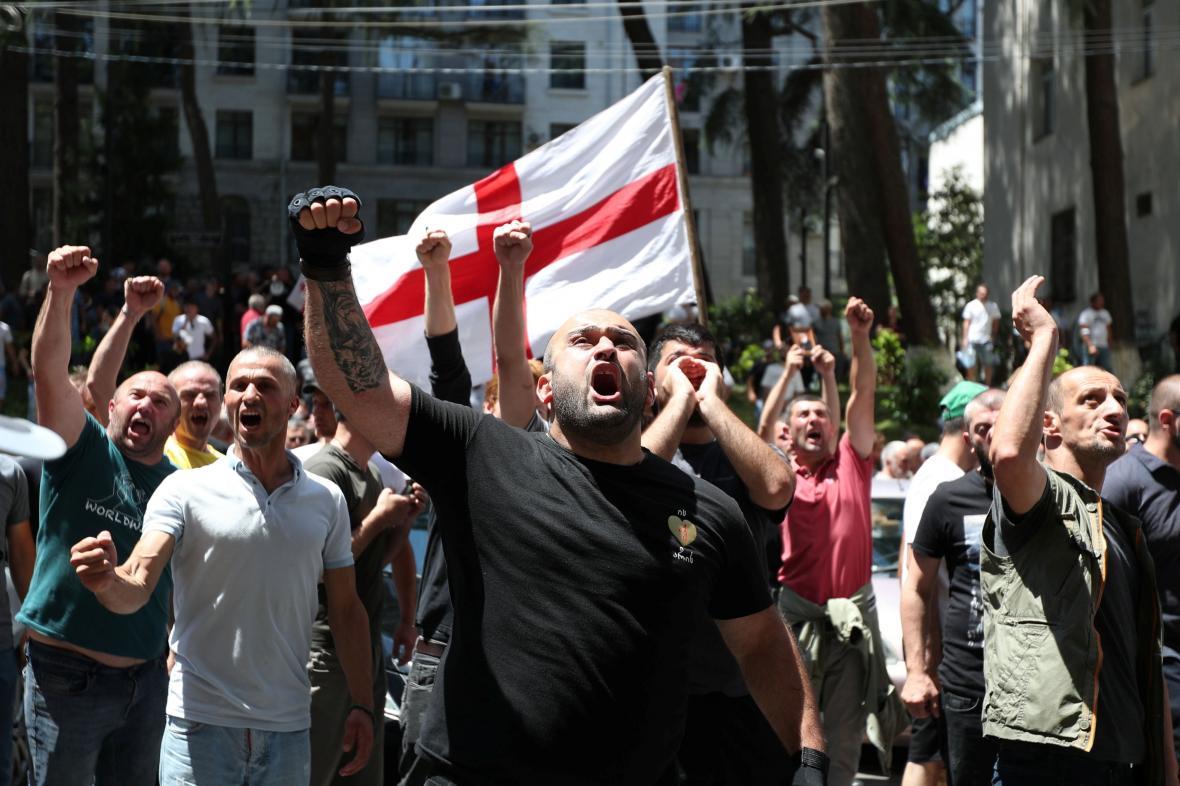 Odpůrci pochodu sexuálních menšin v grúzínském Tbilisi