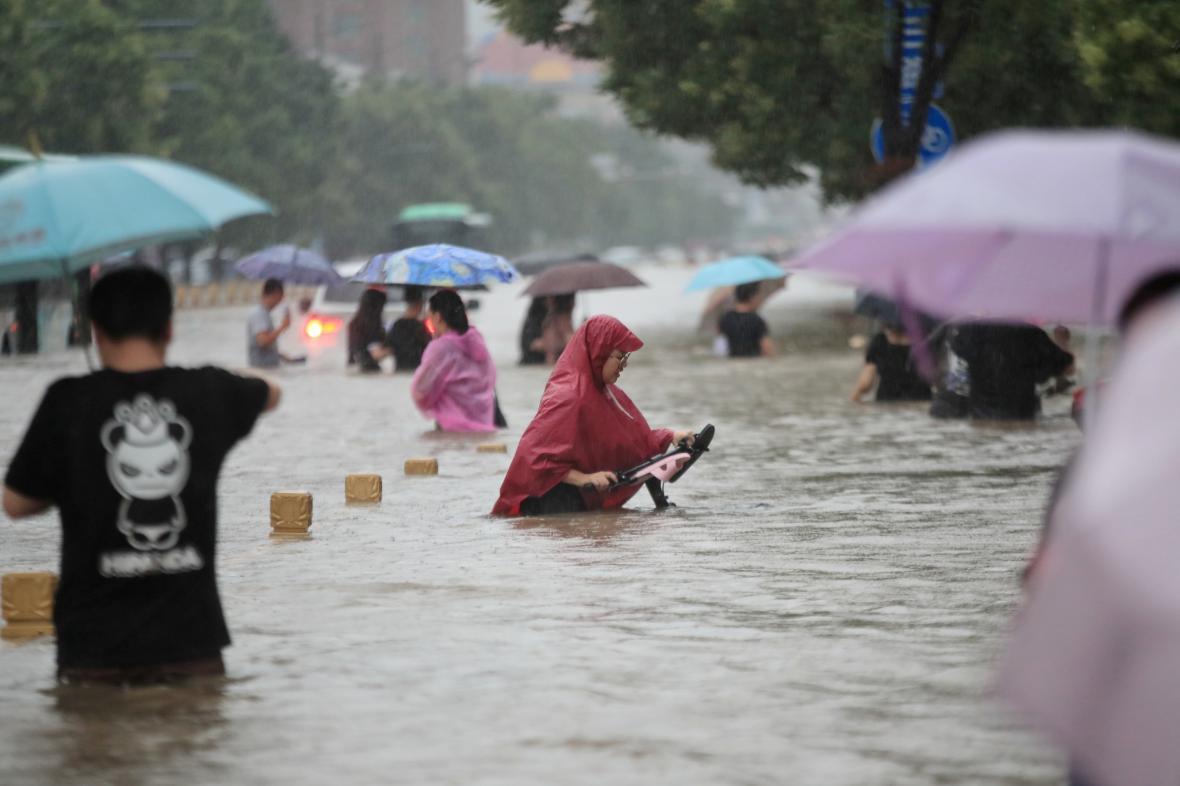 Povodně v čínském Čeng-čou