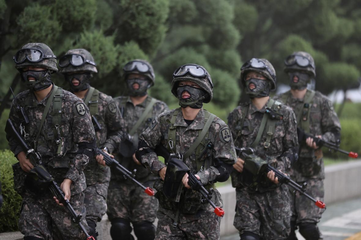 Vojáci jihokorejské armády na cvičení