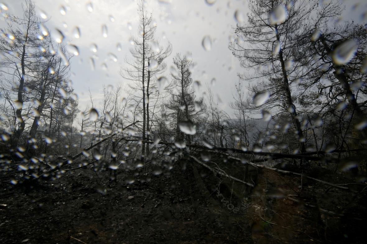 Ostrovu Euboia ulevil déšť