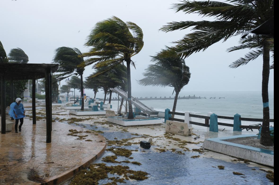 Hurikán Grace zasáhl střední Mexiko