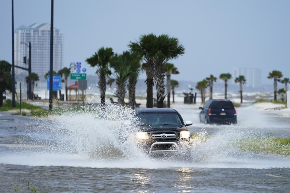 Zaplavená silnice následkem hurikánu