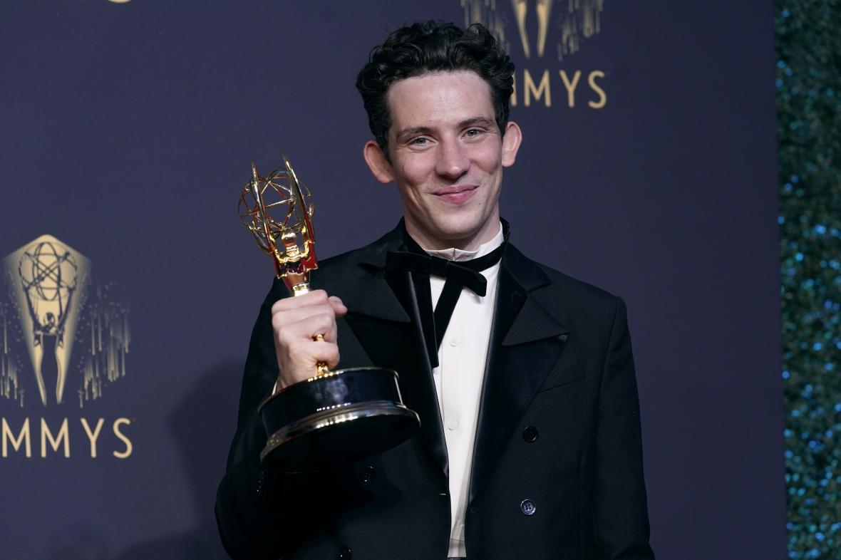 Josh O'Connor s cenou Emmy (2021)