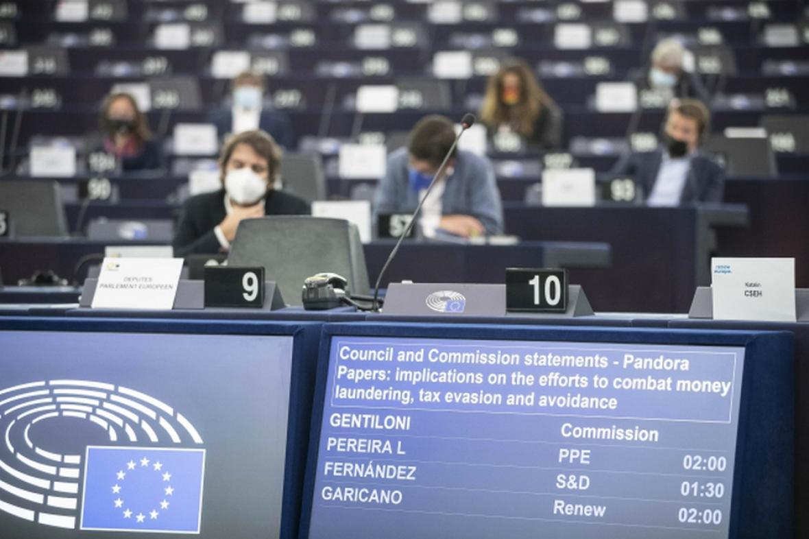 Zasedání Evropského parlamentu ke kauze Pandora Papers