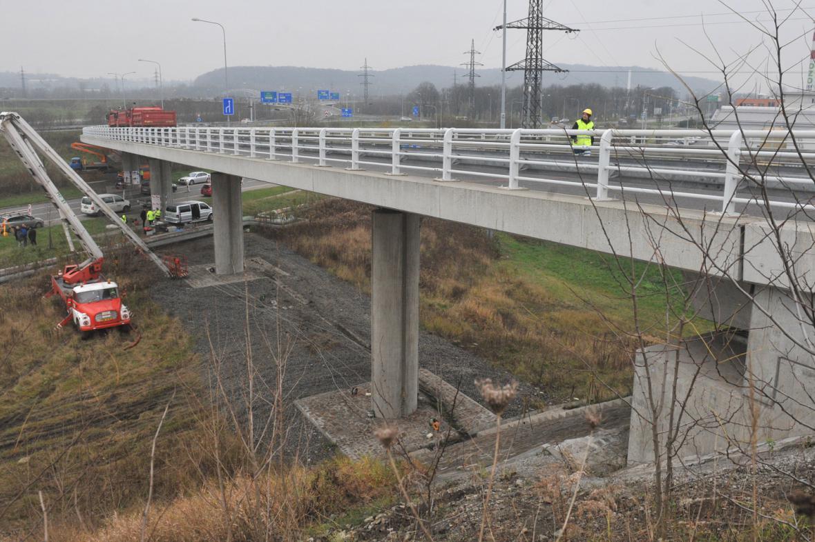 Testy poškozeného mostu na D1