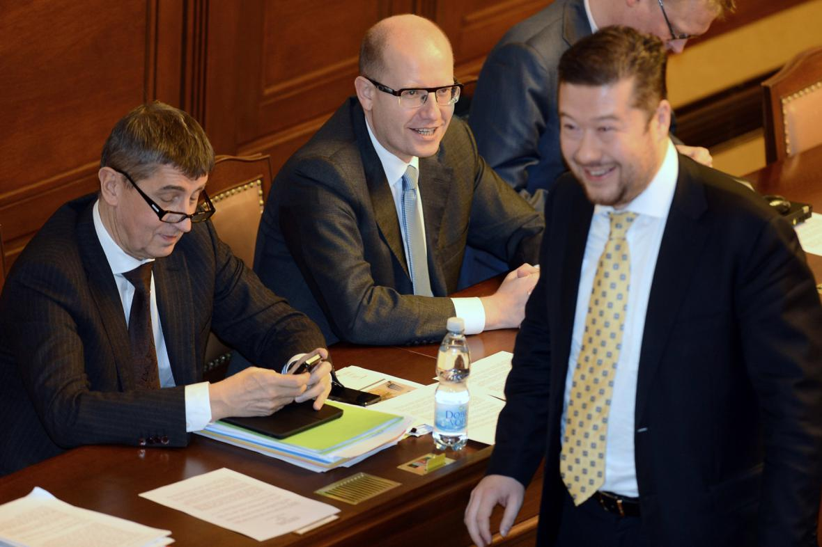 Andrej Babiš, Bohuslav Sobotka a Tomio Okamura ve sněmovně