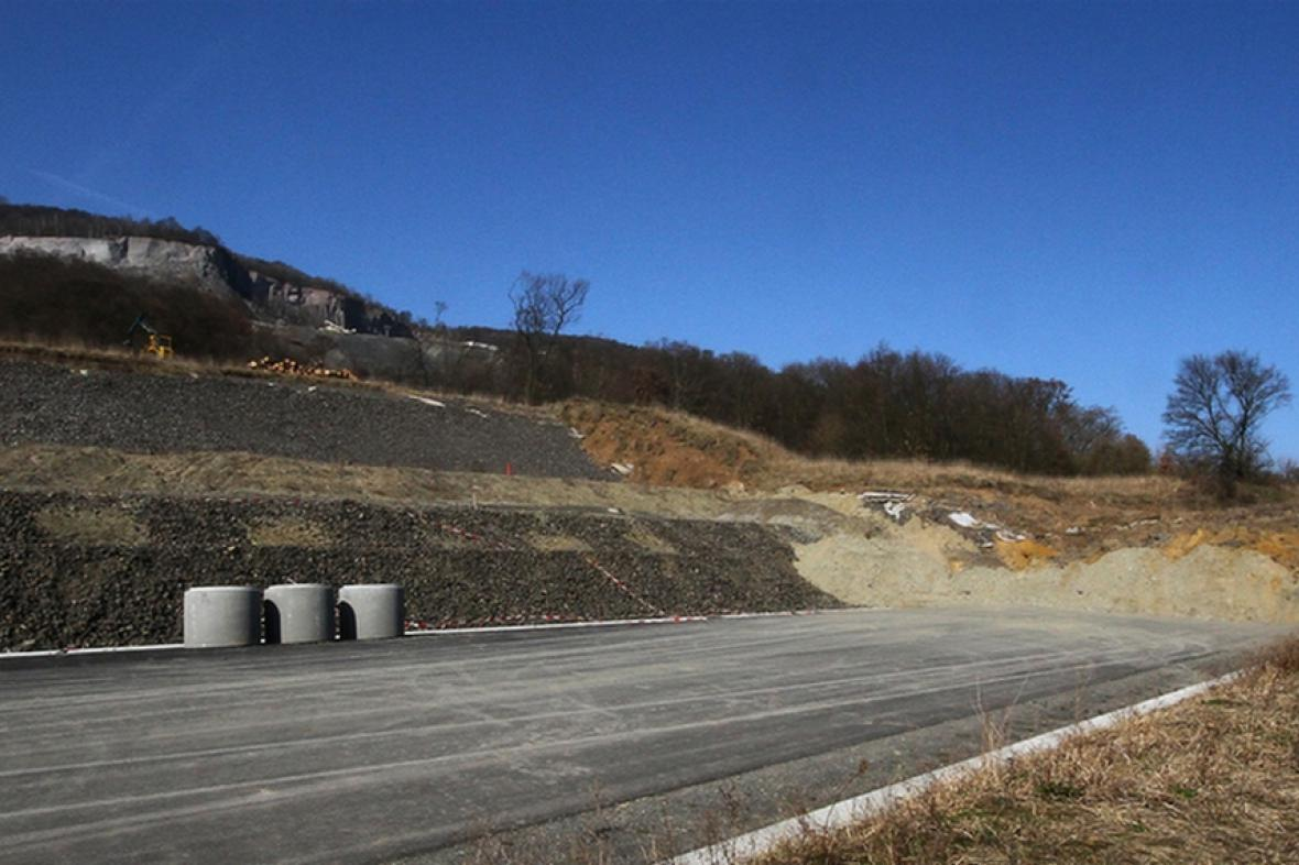 Nedokončená dálnice D8