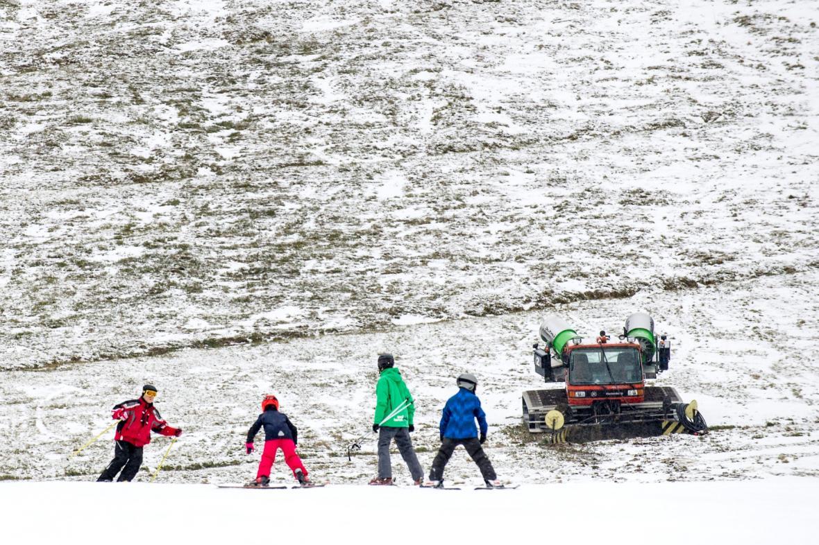 Tuzemské hory zatím nenabízí ideální lyžařské podmínky