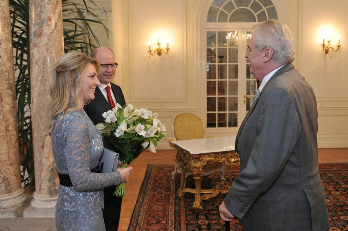 Miloš Zeman vítá Bohuslava Sobotku a jeho choť Olgu v Lánech