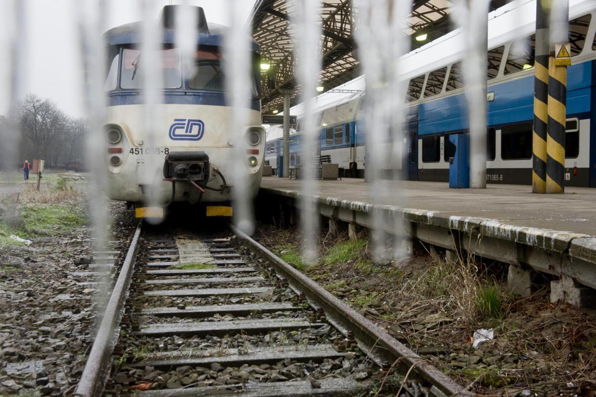 Ledovka zastavila železniční dopravu