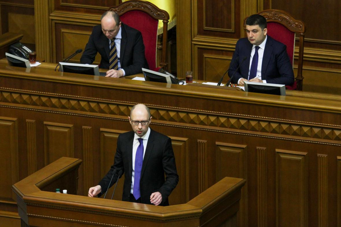 Arsenij Jaceňuk představil program ukrajinské vlády