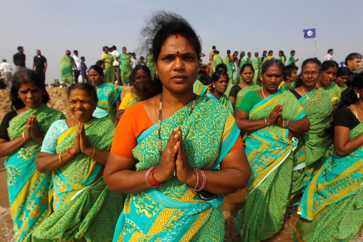 Modlitba indických žen za oběti vlny tsunami v Bengálském zálivu