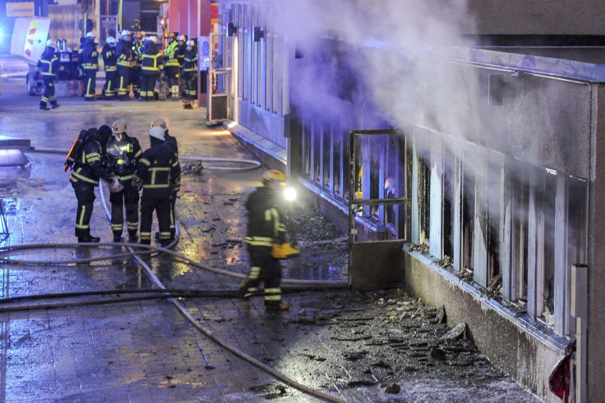 Podpálená mešita ve švédském Eskilstuna