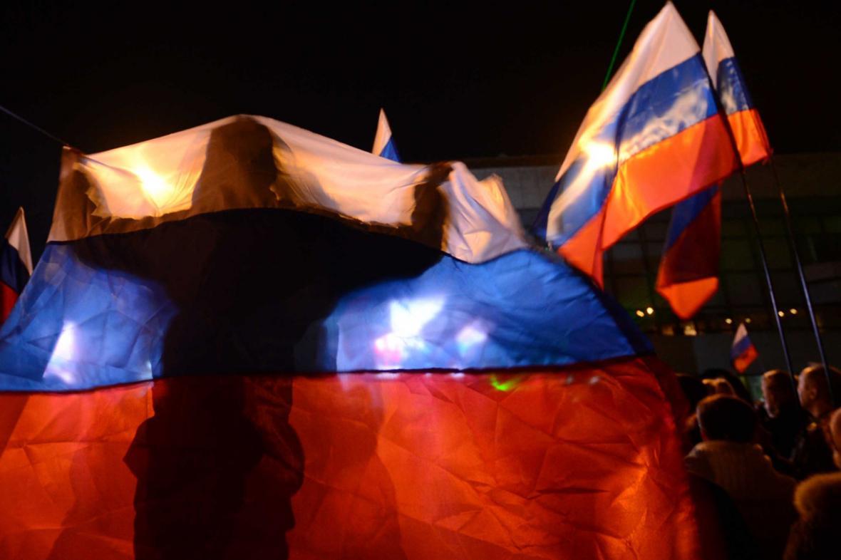 Na Krymu slaví s ruskou vlajkou