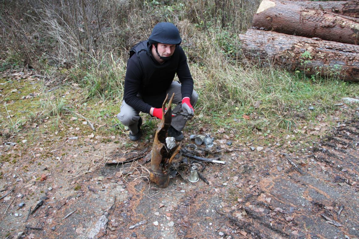 Práce pyrotechniků ve Vrběticích