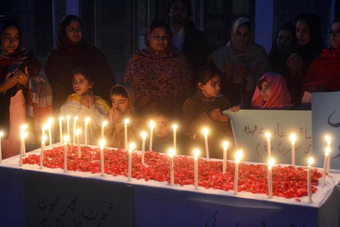 Pieta za oběti atentátu na školu v Péšávaru