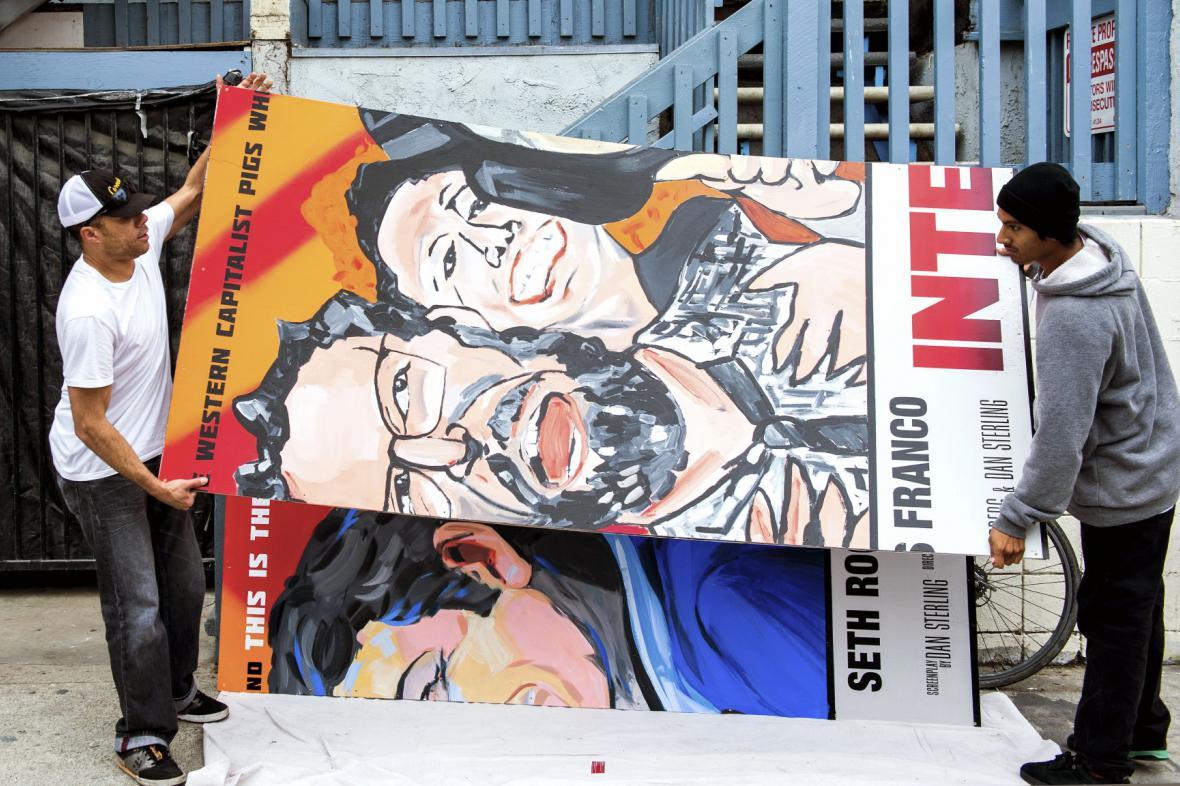 Američané stahují plakát s filmem o Kimovi