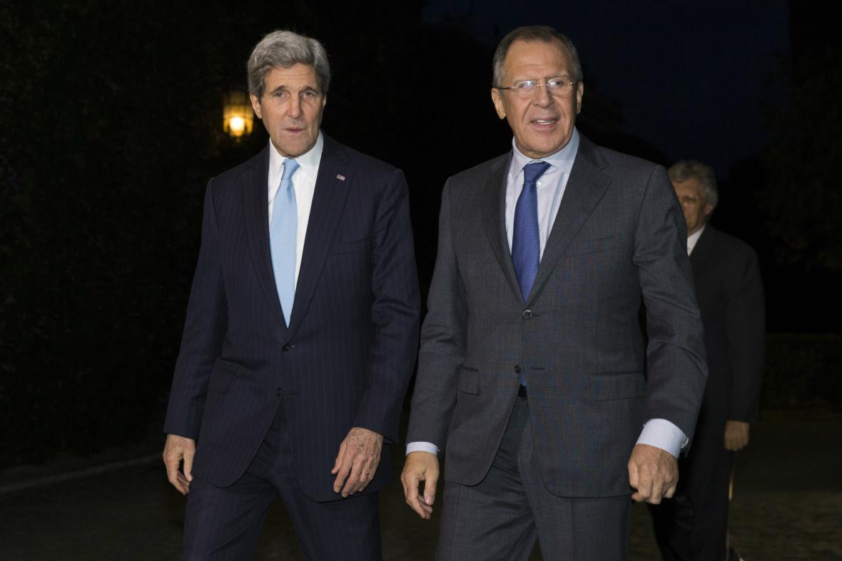John Kerry a Sergej Lavrov během setkání v Římě